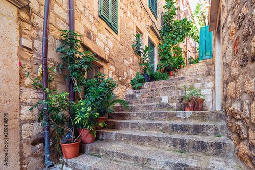 Uliczna scena w starej części Dubrovnik, Chorwacja.