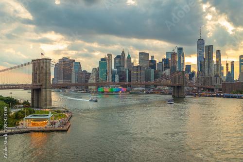 Spoed Foto op Canvas New York TAXI New York City evening downtown skyline