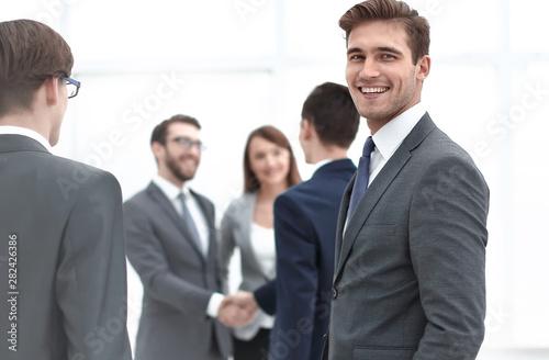 Fotomural businessman meets business partners