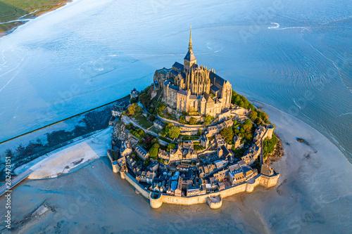 Obraz na płótnie Mont Saint Michel aerial view