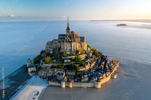 Pinturas sobre lienzo  Mont Saint Michel aerial view