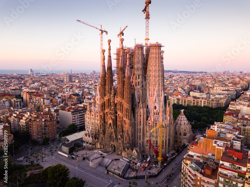 Foto auf AluDibond Barcelona Aerial view of Barcelona with Sagrada Familia
