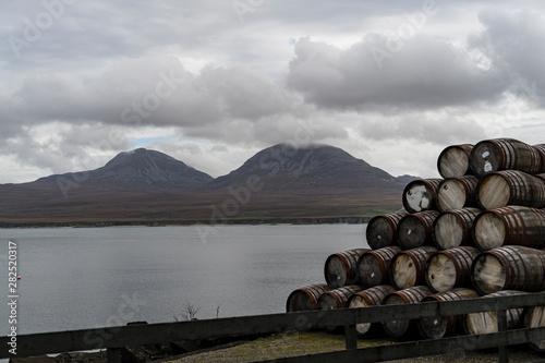 Fotografia Whisky Barrels and the Paps of Jura