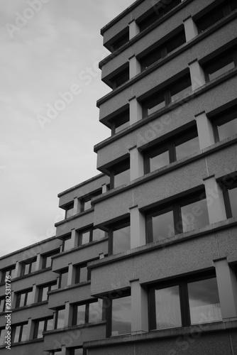 Foto auf AluDibond Darknightsky Concrete Architecture