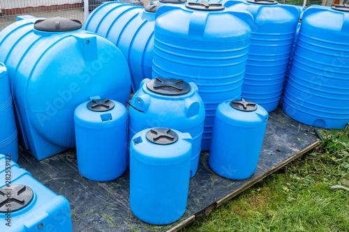 Fotomural plastic barrels for drinking water, water storage tanks