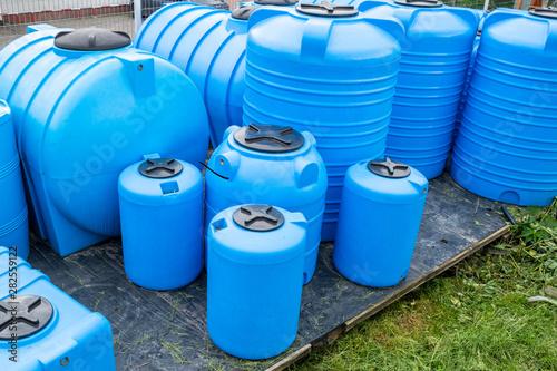 Fényképezés  plastic barrels for drinking water, water storage tanks