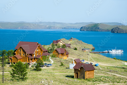 Photo Beautiful view of the tourist center on the shore of Lake Baikal