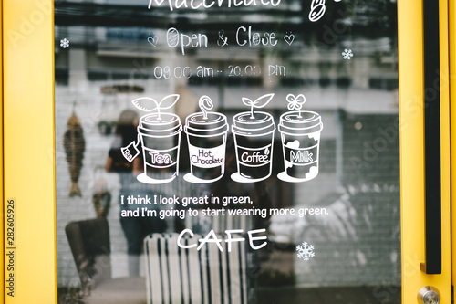 Obraz Cute Yellow Cafe Door - fototapety do salonu