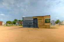 Loonly Shack In Africa