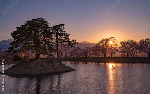 Keuken foto achterwand Kersenbloesem sunset on lake