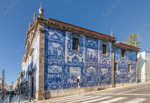 Photo Exterior facade of Chapel Of Souls (Capela das Almas de Santa Catarina) on the S