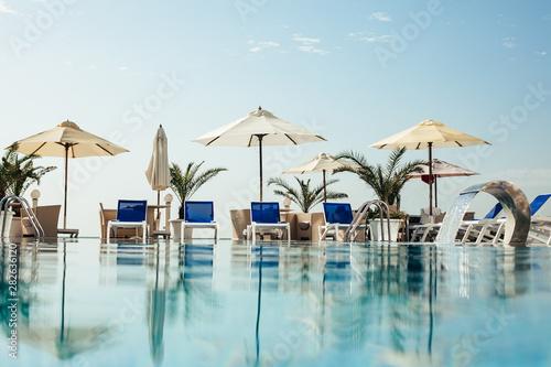 Fotomural swimming pool at luxury resort/hotel