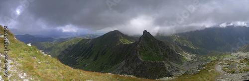 Fototapeta Panorama z Rohacza Płaczliwego na Wołowiec i Rohacz Ostry - Tatry Zachonie obraz