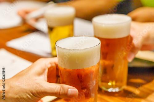 Fotomural  飲み会での乾杯シーン
