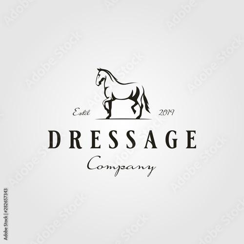 Photo  stallion horse running dressage logo hipster vintage vector