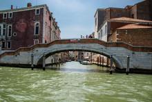Venezada Italia Uma Cidade Unica Com Seus Canais Que São Usados Como Ruas E Avenidas Com Um Frenetico Vai E Vem De Embarcações. Uma Das Cidades Mais Bonitas Da Italia