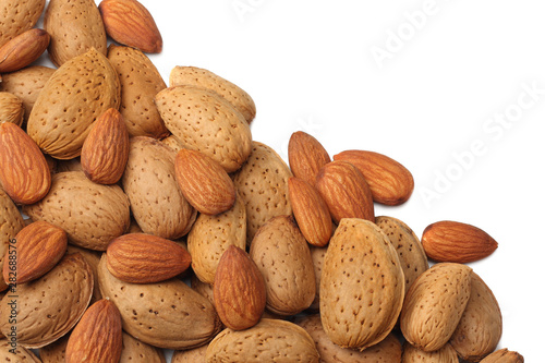 Fotografía almonds isolated on white background top view