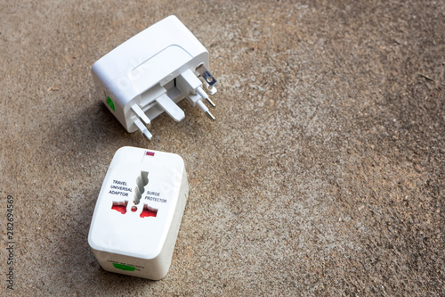 Fotografía  Close up of universal electric socket plug adapters used for travel