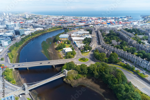Montage in der Fensternische Blau Aerial view of Aberdeen as River Dee flows to the North Sea