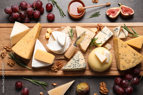Fototapeta Flat lay composition with different types of delicious cheese on table obraz