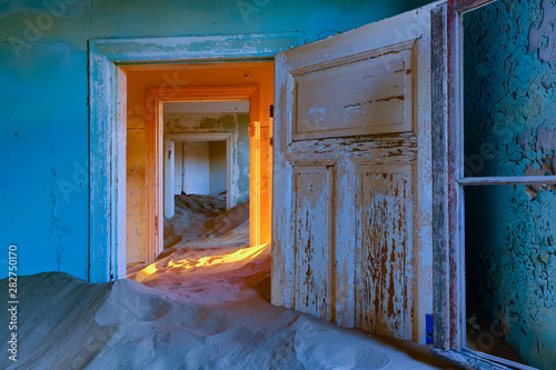 Fotografia, Obraz  Sand has invaded and taken over these rooms in Kolmanskoppe, Namibia