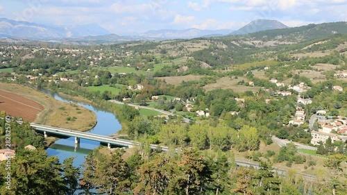 Obraz na plátně  Le village de Sisteron  dans un site escapé, au bord de la Durance