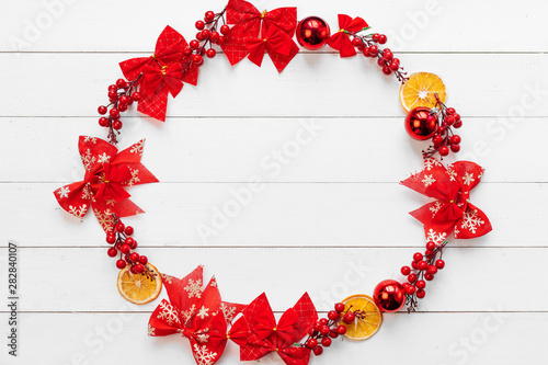 Poster Pays d Europe Christmas banner. Circle made of christmas decor pieces on a white wooden background