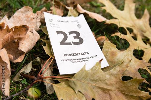 Obraz 23 wrzesień. Początek kalendarzowej jesieni. Kalendarz. - fototapety do salonu