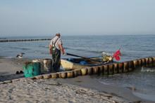 Ein Fischer Kehrt Heim