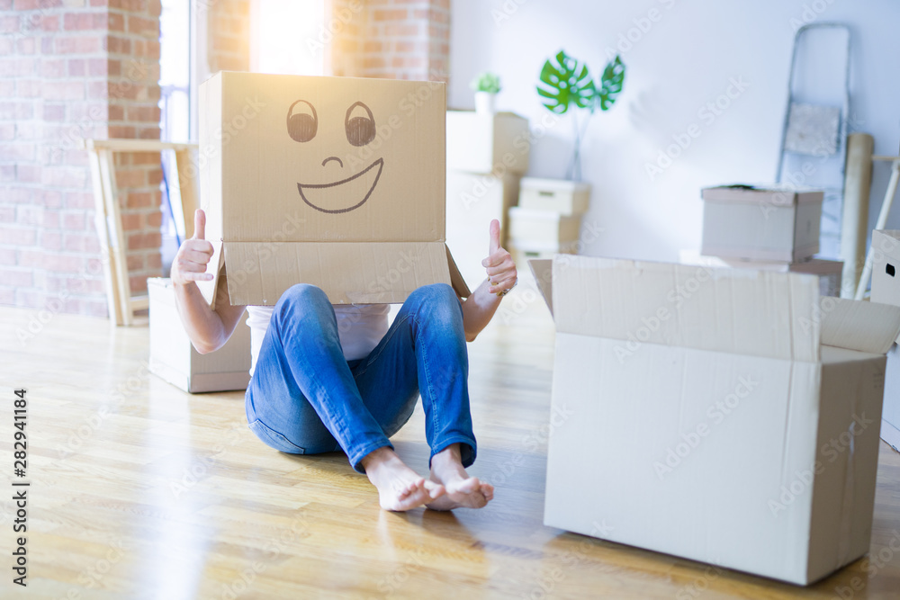 Fototapety, obrazy: Man wearing funny cardboard box with happy face, moving to a new house, crazy and creative concept