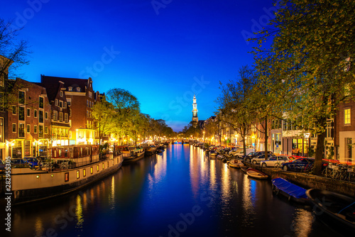 Valokuva Canals of Amsterdam at night in Netherlands