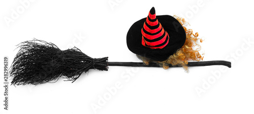 Photo black halloween witch's broom and witch hat on a white background