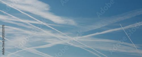 Trainées d'avions dans le ciel Canvas Print