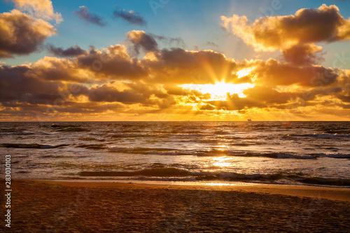 Montage in der Fensternische Braun sunset on a Baltic sea