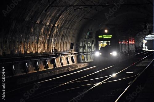 Poster Voies ferrées U-Bahn subway in duklem tunnel nachhaltigkeit