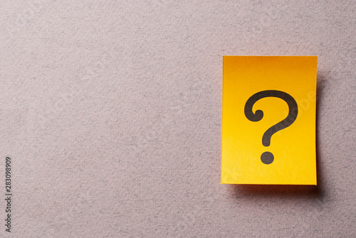 Obraz Colorful yellow card with printed question mark - fototapety do salonu