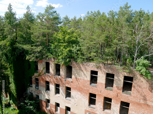 Photo sur Aluminium Ancien hôpital Beelitz Verfallenes Krankenhaus in Beelitz Heilstätten