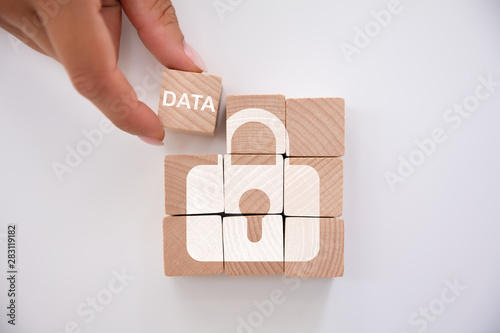 Fotografía Person Holding Data Block