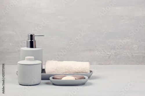Photo Light pgray ceramic acessories for bath
