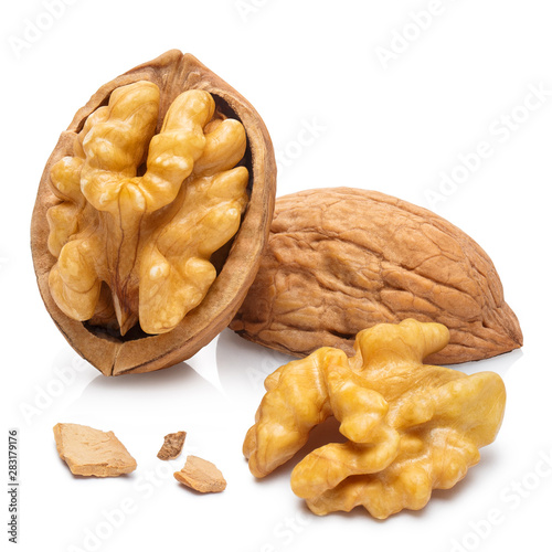 Fotomural  Delicious walnuts, isolated on white background