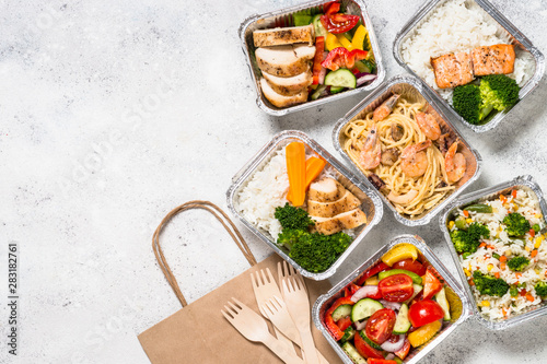 Fotomural Food delivery concept - healthy lunch in boxes.