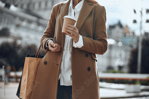 Stampa su Tela Paper cup of coffee in hand of woman stock photo