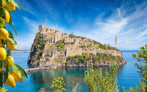 Poster de jardin Europe Méditérranéenne Aragonese Castle or Castello Aragonese located near Ischia Island, Italy.