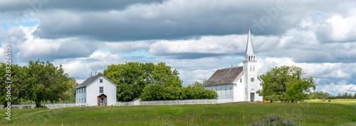 Fotografia The church and rectory of Saint Antoine de Padoue in Batoche, Saskatchewan