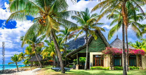 Cadres-photo bureau Bleu ciel Tropical paradise - exotic luxury vacation in Mauritius island, beach villa under palms