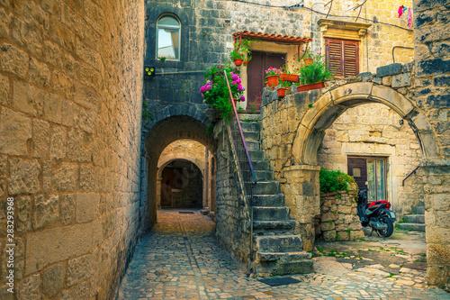 beautiful-street-view-with-rustic-houses-in-trogir-dalmatia-croatia
