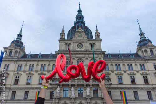 Valokuva  Love sign at the Rathaus (town hall) in Graz, Austria.