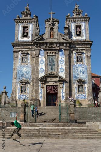 Poster de jardin Havana Santo Ildefonso church, with skater doing tricks