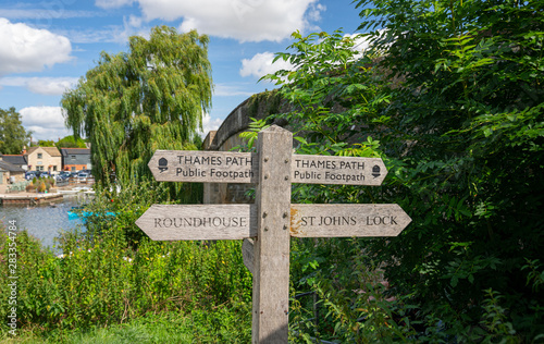 Fototapeta Thames Path signpost by Halfpenny Bridge, Lechlade, Gloucestershire, United King