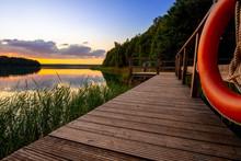 Bootssteg Am See Zum Sonnenuntergang